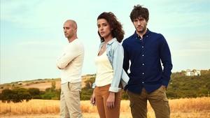 Alain Hernánez, Inma Cuesta y Quim Gutierrez, en una imagen promocional de la serie de Tele 5 'El accidente'.