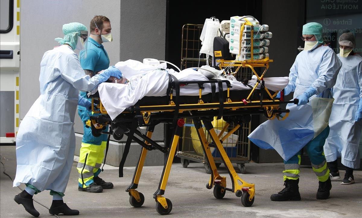 Traslado de un enfermo de coronavirus a un hospital de Lieja.