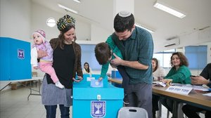 Els sondejos a peu d'urna donen la victòria a Netanyahu amb 37 escons