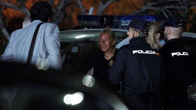 La viuda negra de Alicante reconstruye el crimen bajo la luna en cuarto creciente.