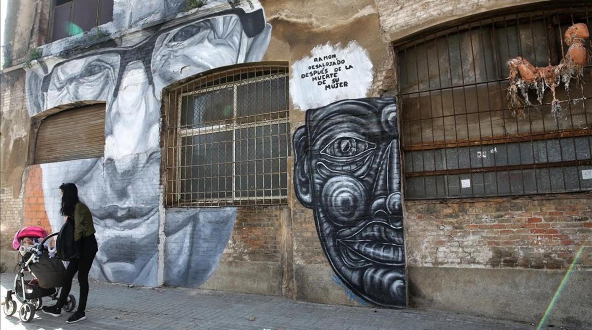 Murales en la fachada del414 de la calle de Pere IV.