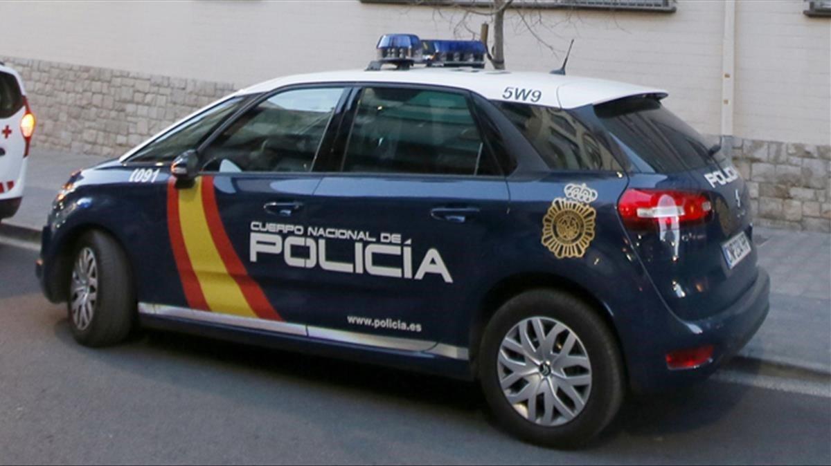 La policia evita que una dona es llanci al buit després de conèixer que li havien retirat la custòdia de la seva filla