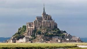 Un centenar de gats de carrer envaeix el Mont Saint-Michel