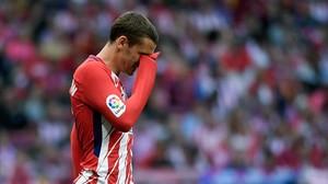 La reacción de Antoine Griezmann al ser silbado en el Wanda Metropolitano el pasado domingo.