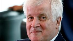 """El ministre de l'Interior alemany diu que la immigració és """"la mare de tots els problemes"""""""
