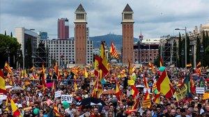 Aspecto de la manifestación del pasado 12 de octubre en la plaza de Espanya de Barcelona, apoyada por Vox.