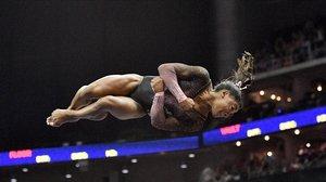 La gimnasta Simone Biles aconsegueix una cosa mai vista: un doble salt mortal amb triple gir