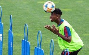 El delantero del Barça, en su primer entrenamiento con la Rojita.
