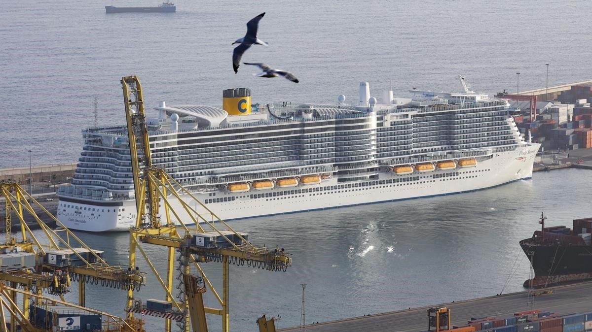 Imagen de archivo de un crucero en el puerto de Barcelona.