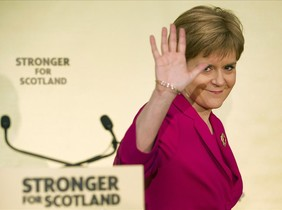 fcasals31108519 first minister nicola sturgeon waves after giving 160220194511