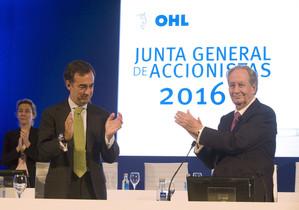 Los propietarios de OHL, Juan Villar, padre e hijo, en el 2016.