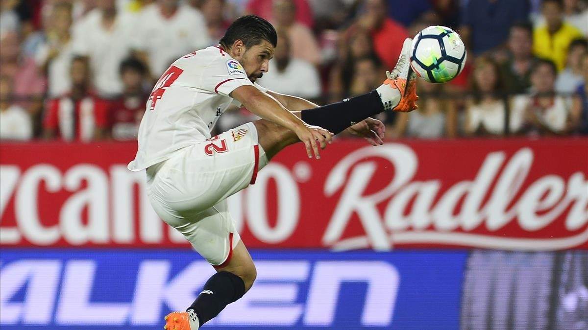 jmexposito39744130 sevilla s forward nolito c kicks the ball during the spani171103143103