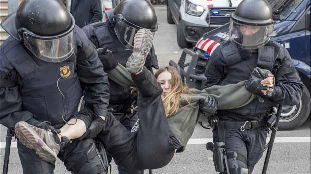 Mossos detienen a doce activistas de los CDR por bloquear el acceso al TSJC