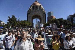 Miles de personas participan en una manifestacion contra el nuevo presidente de MexicoAndres Manuel Lopez Obradoren Ciudad de MexicoMexico.EFEMario Guzman