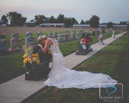 La commovedora història de la núvia que es va fer les fotos del casament a la tomba del que havia de ser el seu marit