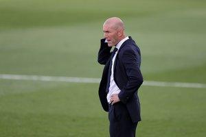 El entrenador del Real Madrid, Zinedine Zidane, durante el último partido en Valdebebas.