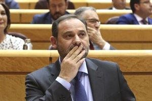 Ábalos posa en dubte el Consell de Ministres a Barcelona i la Moncloa el corregeix