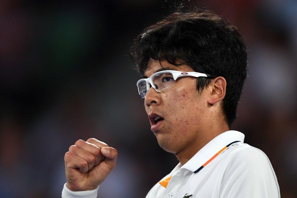 EPA1772. MELBOURNE (AUSTRALIA), 22/01/2018.- El tenista surcoreano Hyeon Chung reacciona durante su partido de la cuarta ronda del Abierto de Australia contra el serbio Novak Djokovic, en Melbourne, Australia, hoy 22 de enero de 2018. EFE/ Lukas Coch PROHIBIDO SU USO EN AUSTRALIA Y NUEVA ZELANDA