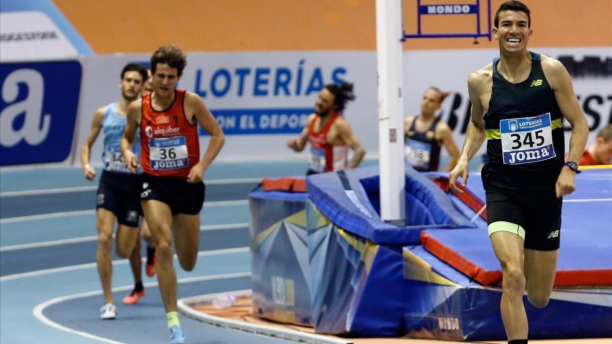 Adel Mechaal, el pasado sábado, camino de ganar el título español de 3.000 metros en Valencia.