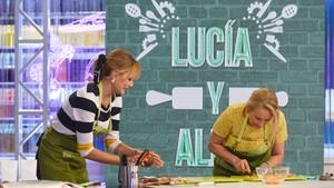 Alba Carrilloy Lucía Pariente en Mi madre cocina mejor que la tuya.