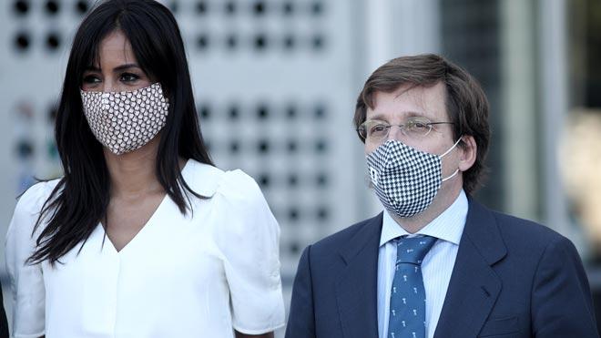 Almeida no ve necesario la mascarilla obligatoria pero Villacís insiste en que sí.