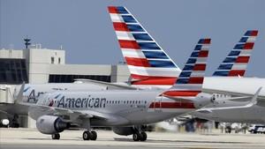 Aviones de la compañía American Airlines en el aeropuerto deMiami.