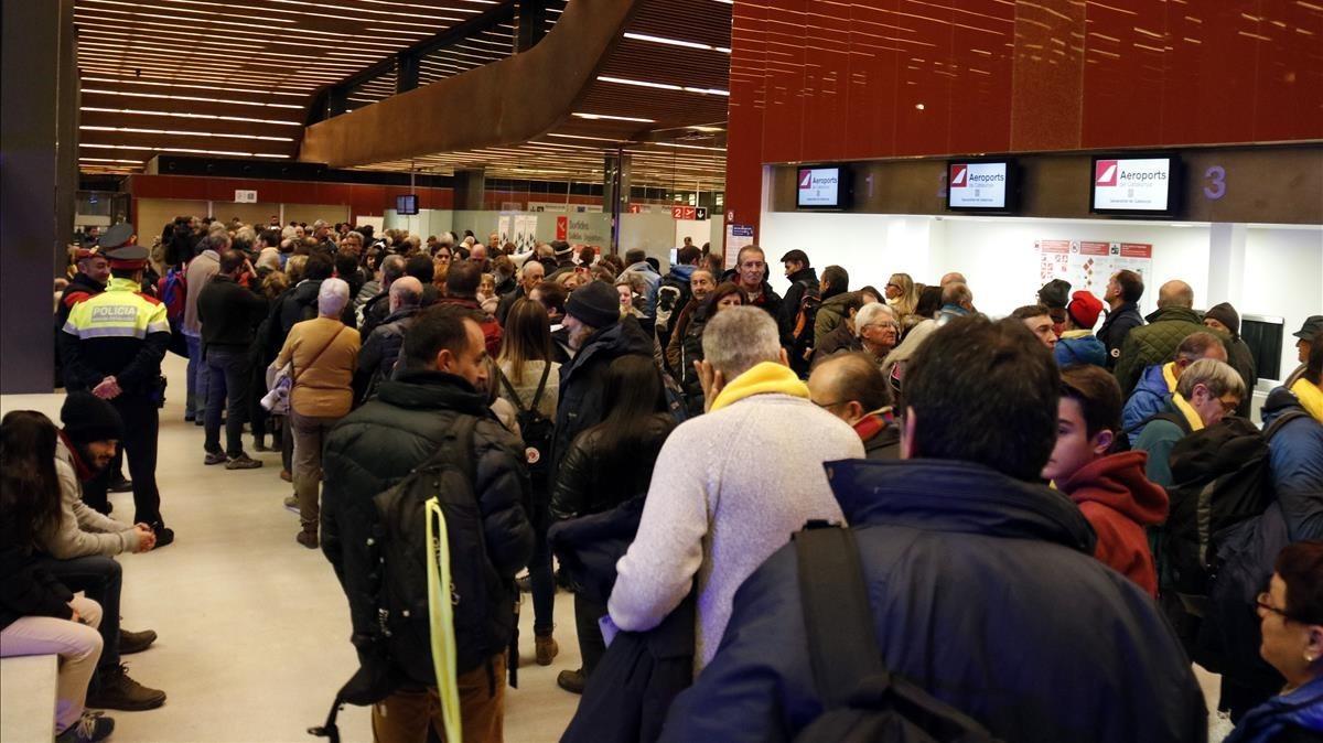 Aspecto de la terminal del aeropuerto de Lleida-Alguaire esta mañana.