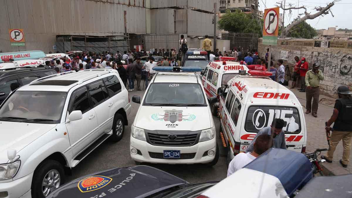 Un ataque a la Bolsa de Karachi, en Pakistán, deja al menos siete muertos.