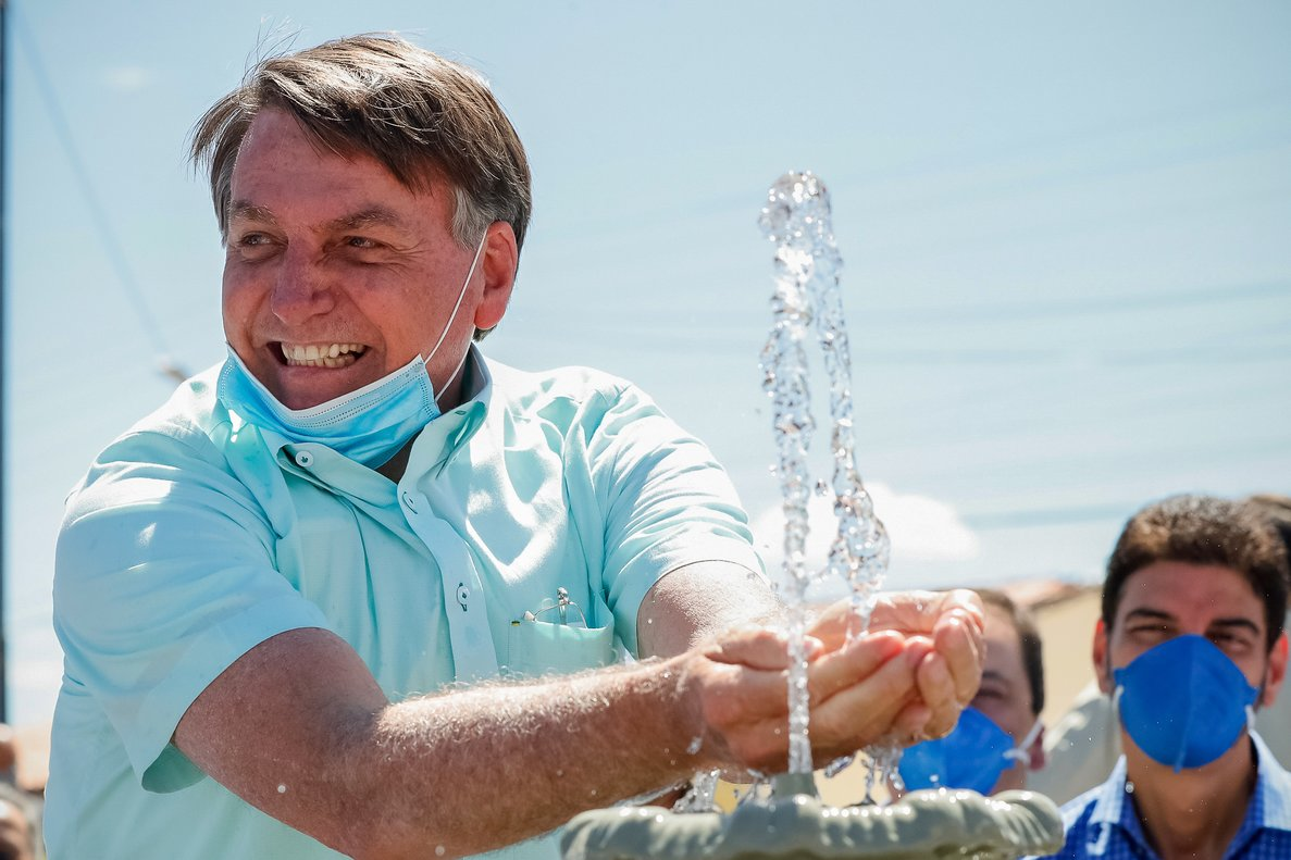HANDOUT - 30 July 2020, Brazil, Campo Alegre de Lourdes: Brazilian President Jair Bolsonaro innaugurates an integrated water supply system. Photo: Alan Santos/Palacio Planalto/dpa - ATTENTION: editorial use only and only if the credit mentioned above is referenced in full
