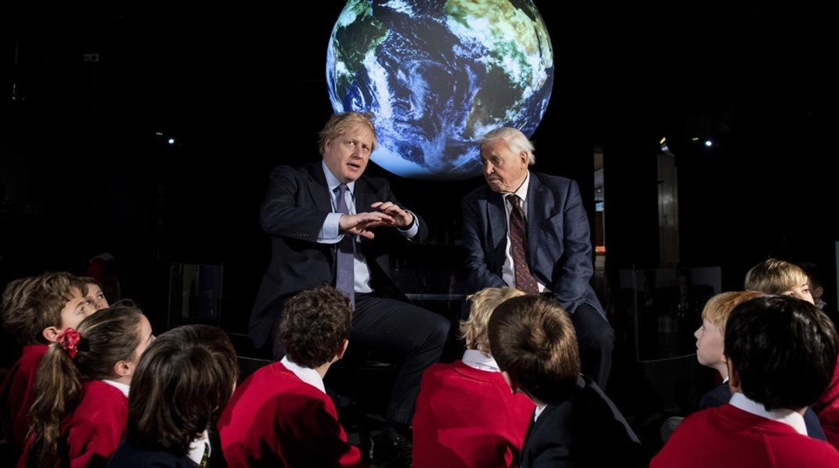 Boris Johnson y David Attenborough presentan la cumbre del clima COP26 en Londres.