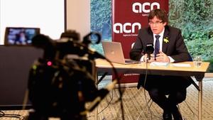 Carles Puigdemont, en rueda de prensa en la ACN desde Bruselas