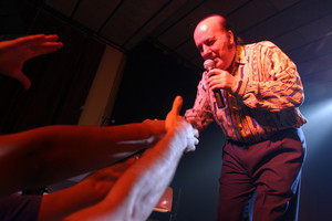 Chiquito de la Calzada, en una actuación en el 2004 primer Spanish bizarro freak festival.