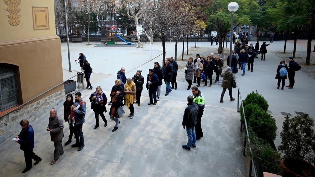 Colegio electoral Ramon Llull, donde el pasado 1 de octubre tuvieron lugar las agresiones por parte de la Policía Nacional.
