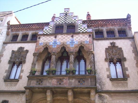 Façana de la Casa Coll i Regàs de Mataró, joia del modernismede Mataró iobra de Puig i Cadafalch.