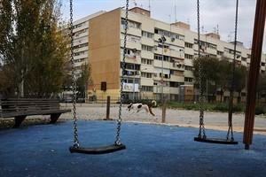 Columpios en el parque de Sant Ramon de Penyafort en Barcelona.