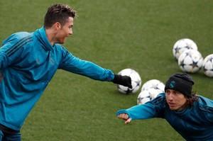 Cristiano Ronaldo y Luca Modric, durante el entrenamiento de este martes en Valdebebas.