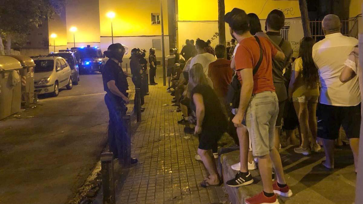 Dispositivo de los Mossos en el barrio de Sant Roc de Badalona para detener al supuesto asesino del Port Olímpic.