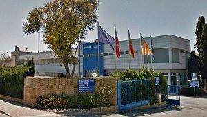 Edificio de la policía local de Paterna, donde la madre ha de entregar al niño al abuelo paterno.
