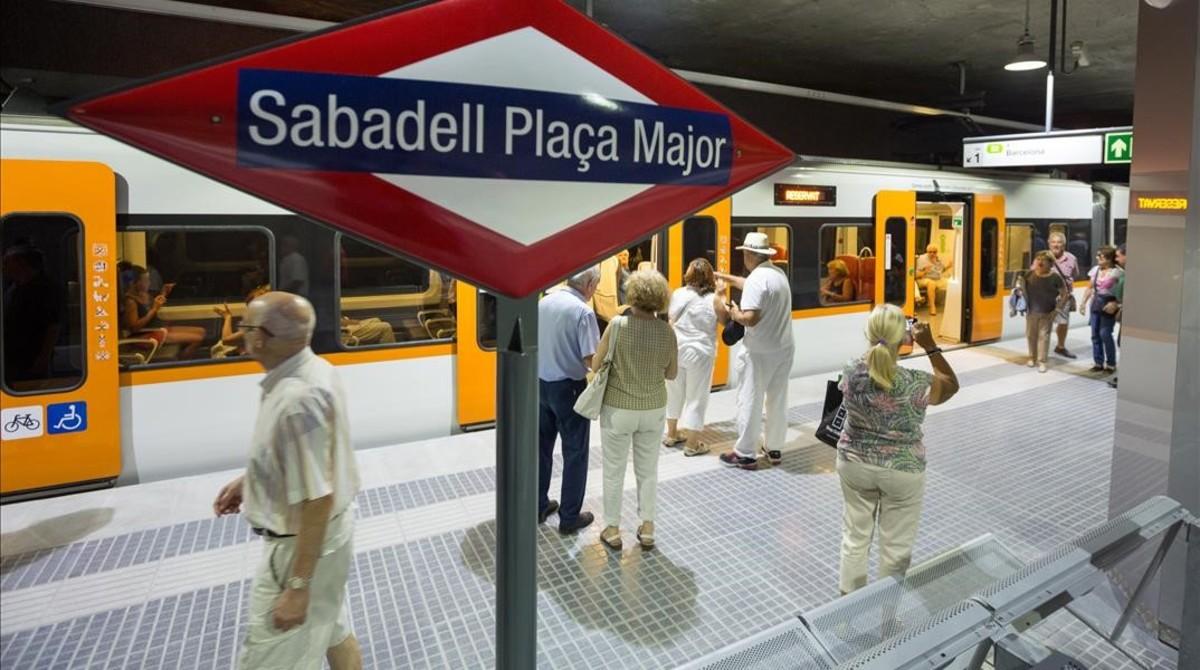 Vecinos de Sabadell durante la jornada de puertas abiertasde las estaciones deFerrocarrils de la Generalitat (FGC) de Sabadell, el pasado mes de septiembre.