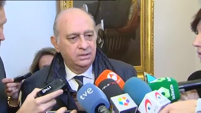 Jorge Fernández Díaz ha calificado hoy como gravísimo que el PSOE no cumpla los pactos como el que le permitiría presidir la Comisión de Asuntos Exteriores y ha asegurado que se pondrá a disposición de su grupo.