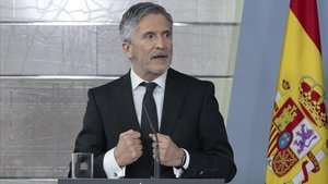 Fernando Grande-Marlaska, ministro del Interior, en una rueda de prensa en Moncloa.