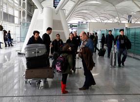 Fuad Sharef Suleman y su familia tras regresar a Irak al no poder viajar a EEUU.