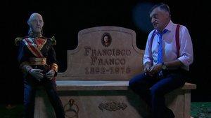 """La visita de Wyoming a Franco en su nueva tumba: """"Va a estar con gente de su estilo"""""""