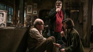 Guillermo del Toro, con Richard Jenkins y Sally Hawkins, en el rodaje de La forma del agua