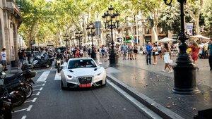 El Hispano-Suiza Carmen rueda por Barcelona.