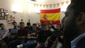 Ignacio Garriga, líder de Vox en Catalunya, durante una reunión con jóvenes en Barcelona.
