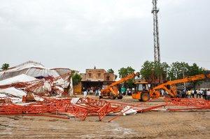 El derrumbe de una enorme carpa en la India.