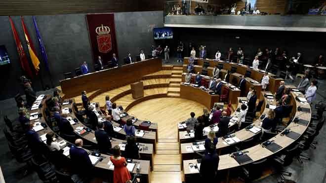 Inicio del pleno del Parlamento de Navarra.