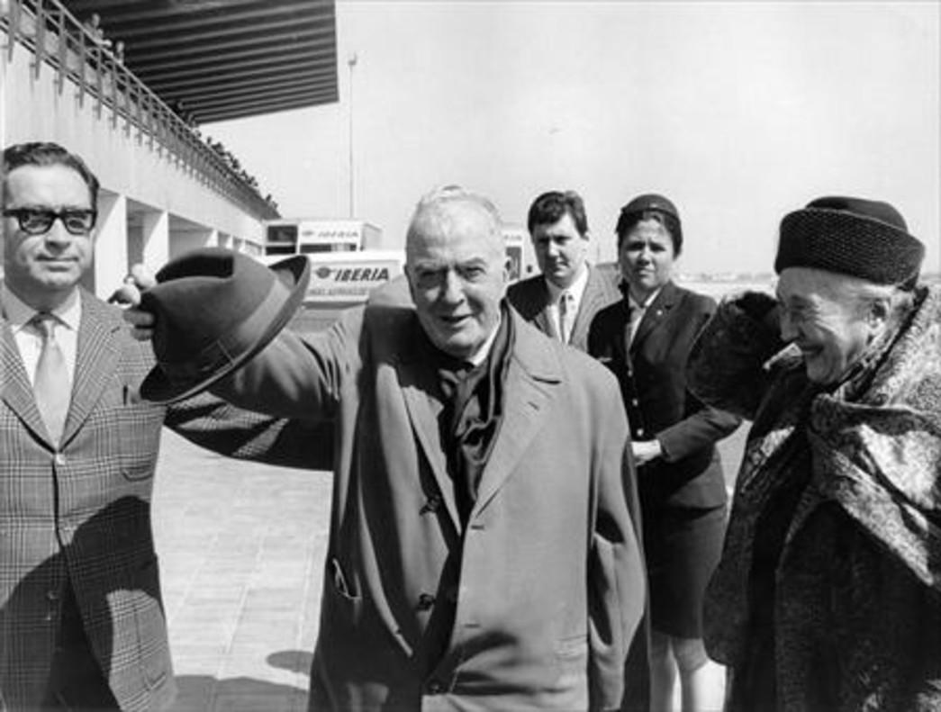 Josep Carner, en el aeropuerto de El Prat, en abril de 1970.