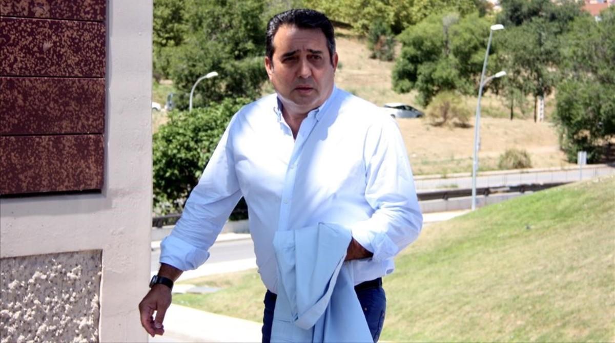 Manuel Bustos, arribant als jutjats de Terrassa per declarar. ACN / POL SOLÀ
